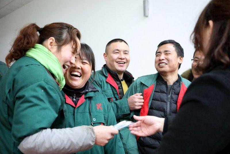 1——图为国茂员工在企业欢度元宵佳节.JPG