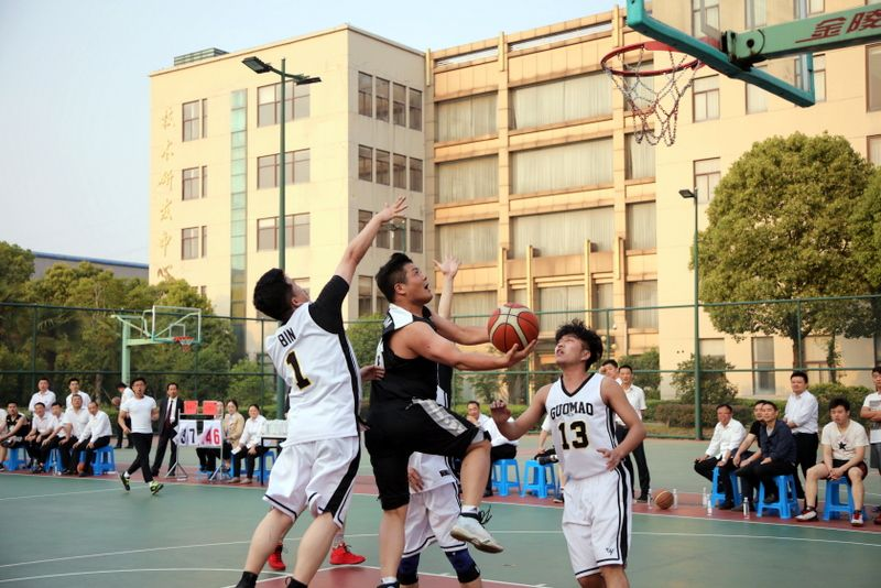 1——图为国茂股份组织开展的2019篮球嘉年华职工联赛系列活动一景.JPG