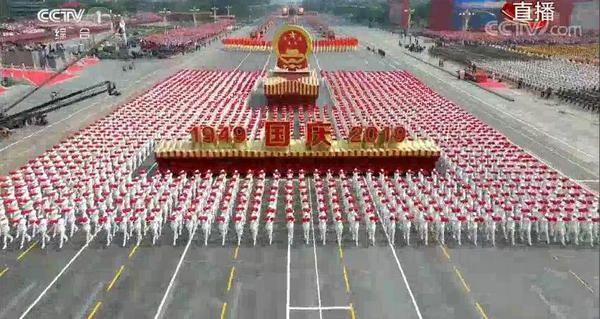 国庆七十周年群众游行1.jpg