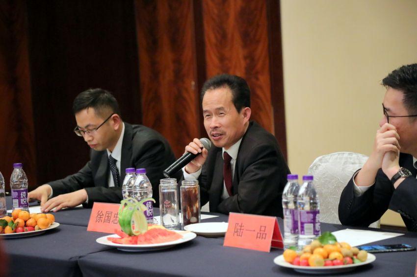 8——图为徐董事长在西南分会新年会议上作重要指示.JPG