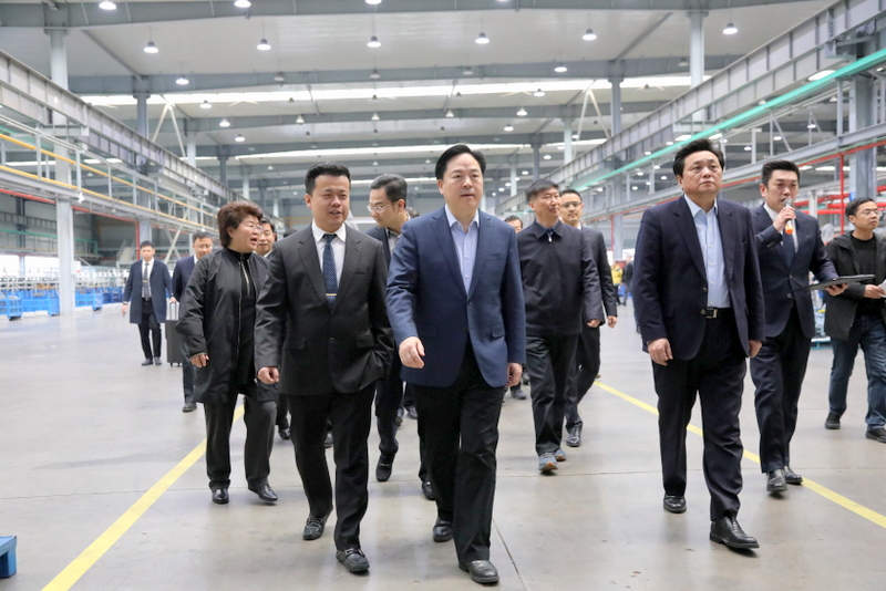 2——图为徐彬总裁陪同陈金虎市长观摩国茂西厂区.JPG