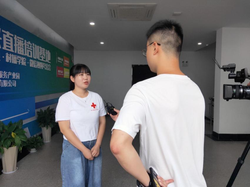 团队成员李梦雨接受武进区电视台采访.jpg